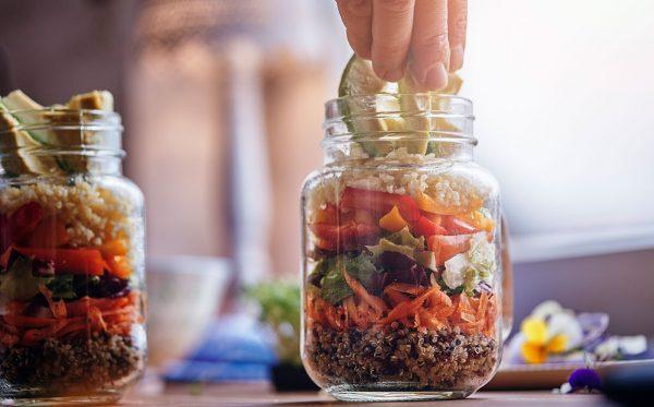 Recept: gezonde (productiviteit verhogende) salade in een pot