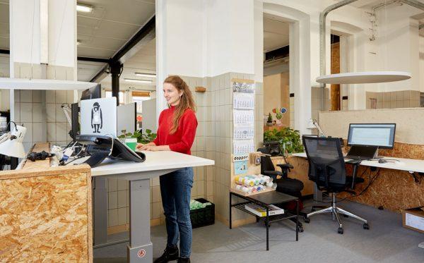 Dopper kiest voor duurzaam ondernemen en het zit-sta bureau van Vertidesk